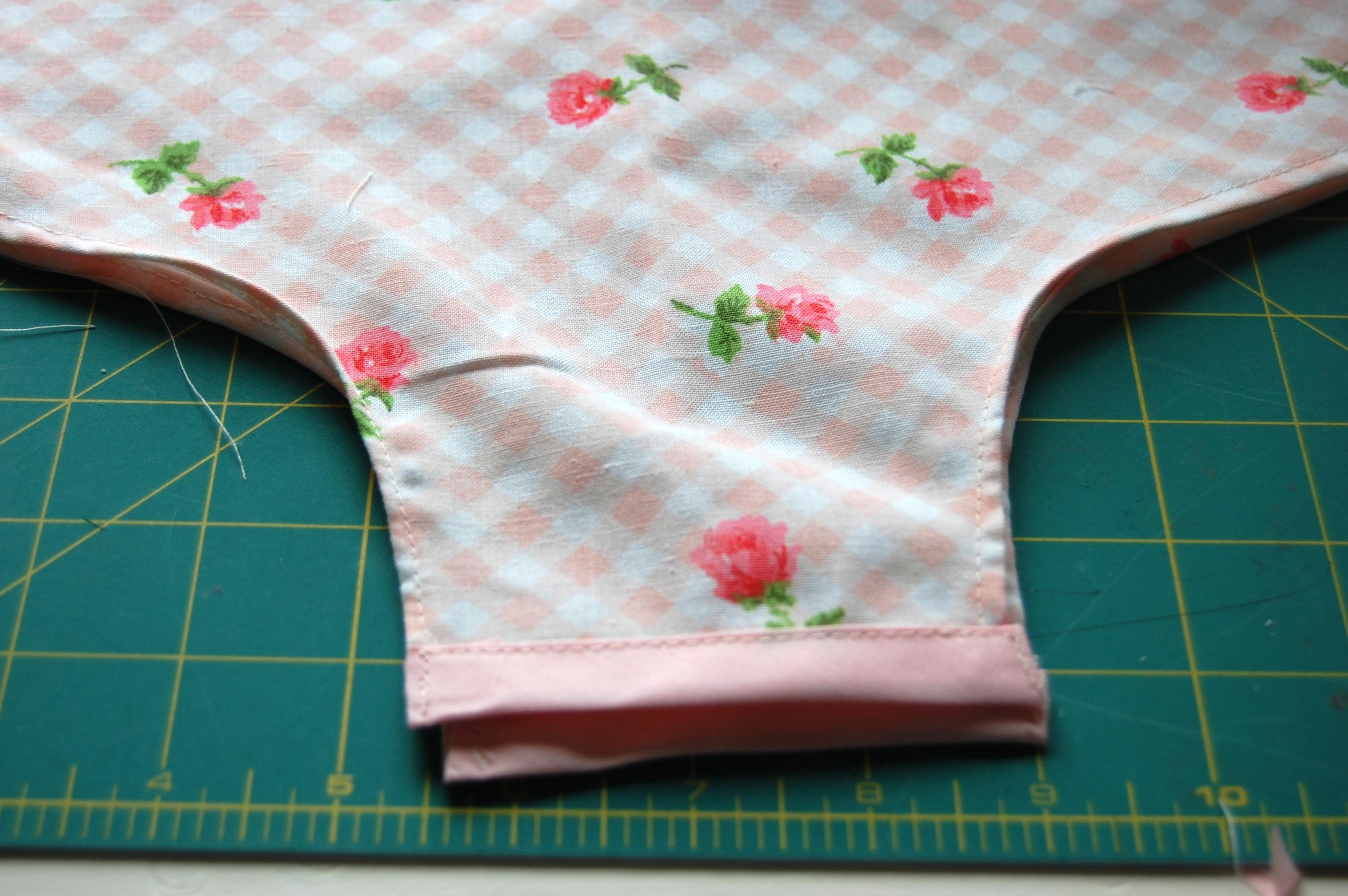 Baby Pillowcase Romper Tutorial: Vintage Pillowcase Romper Tutorial   HUNGIE GUNGIE,